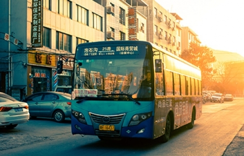 """康驰新巴士:""""一体两翼""""创新公交管理模式"""